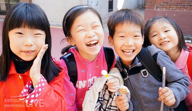 웃고 있는 아이들