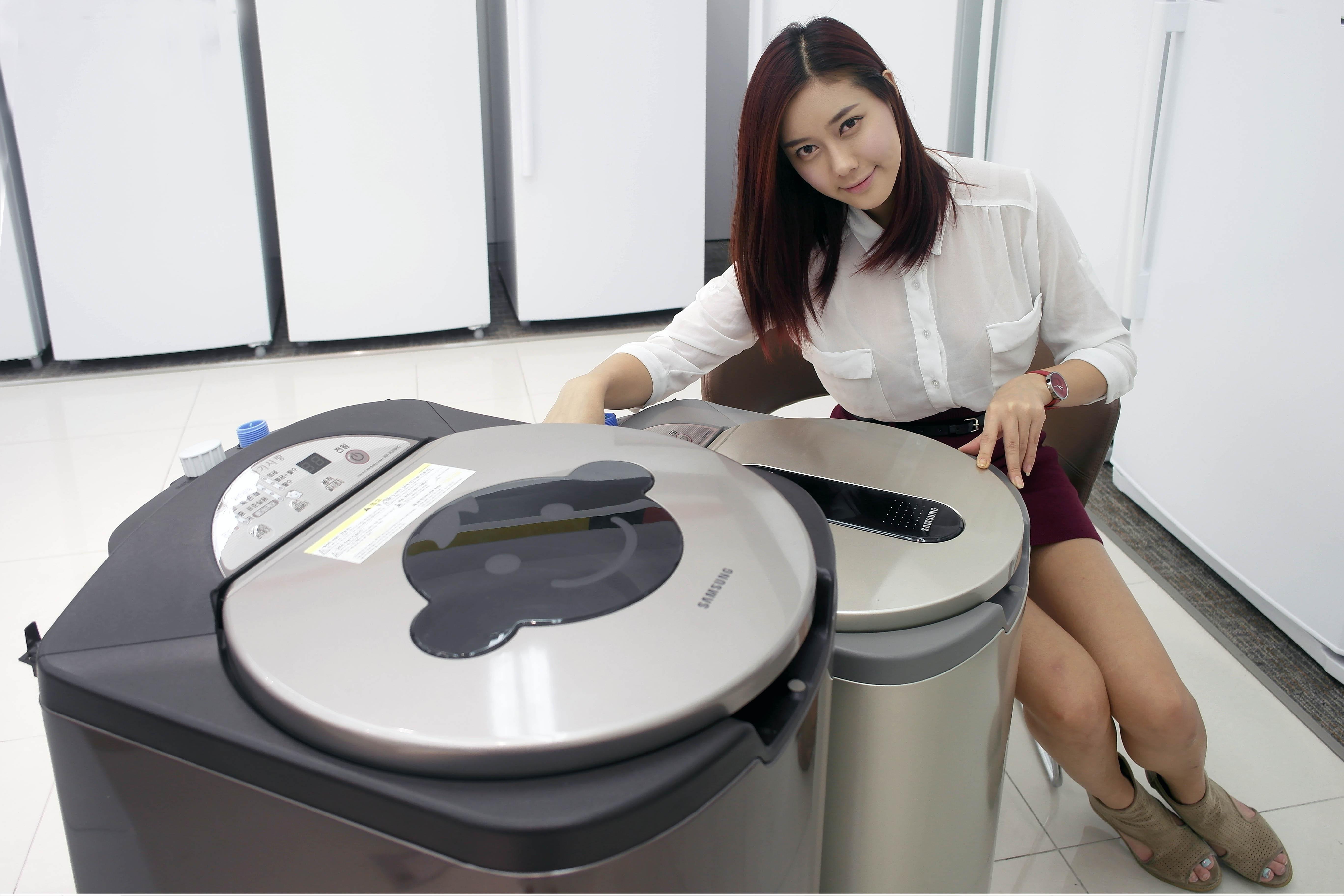 '아가사랑 세탁기'를 선보이고 있는 모델