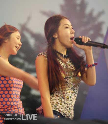 노래하는 여성 댄스팀