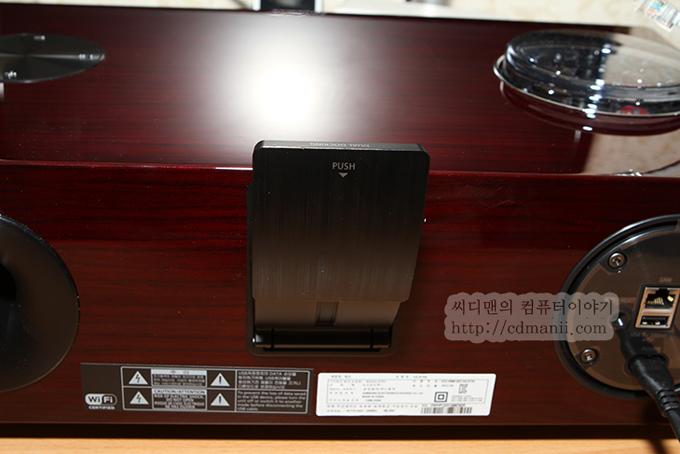 삼성 오디오독 DA-E750 스마트폰 연결부 가이드를 올린 모습