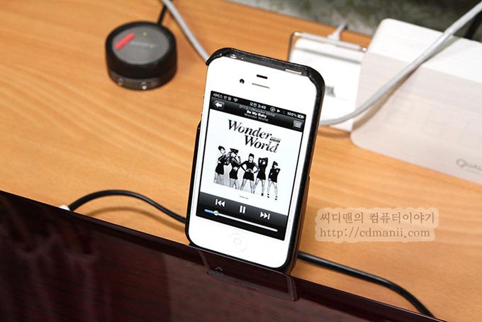 삼성 오디오독 DA-E750과 아이폰을 연결한 모습
