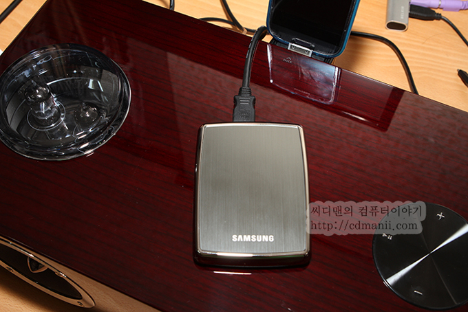 삼성 오디오독 DA-E750과 외장하드를 연결한 모습