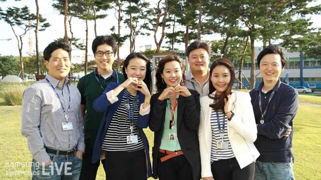 사진 왼쪽부터 무선사업부 한국S/W개발그룹 권해문 수석, 권진만 사원,