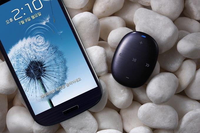 갤럭시S3와 연결한 '삼성 MP3 플레이어 W1' 페블블루