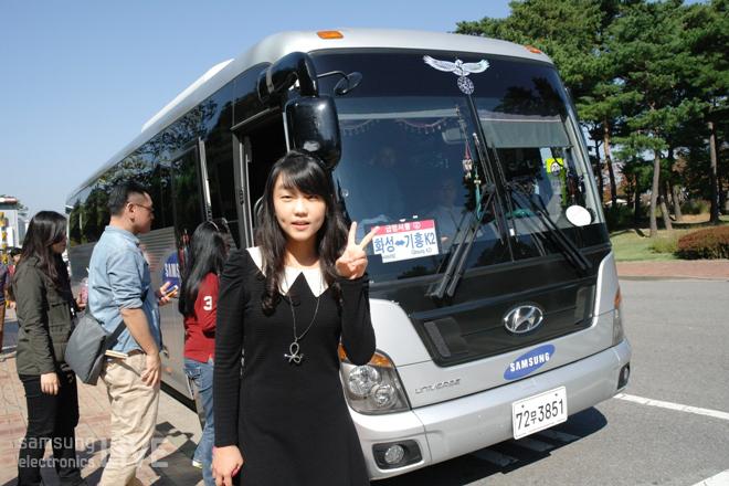 삼성 셔틀버스앞에서 김신애사원 사진