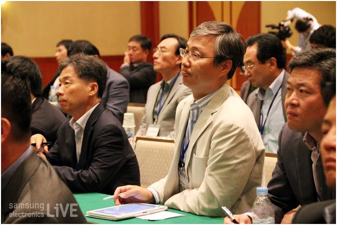 경청하고있는 참가자