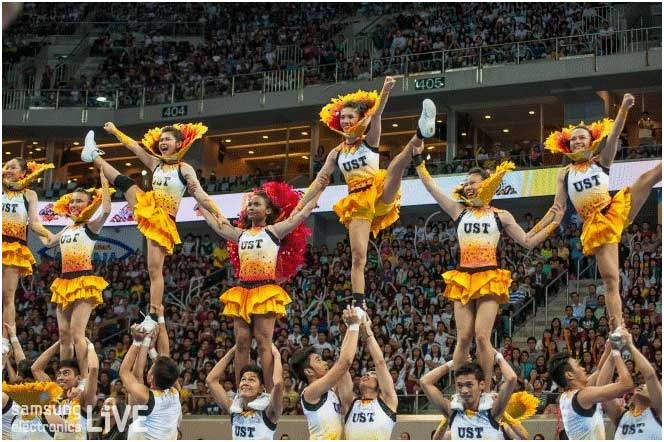 University of Santo Tomas 'USTSalinggawi Dance Troupe'팀의 공연