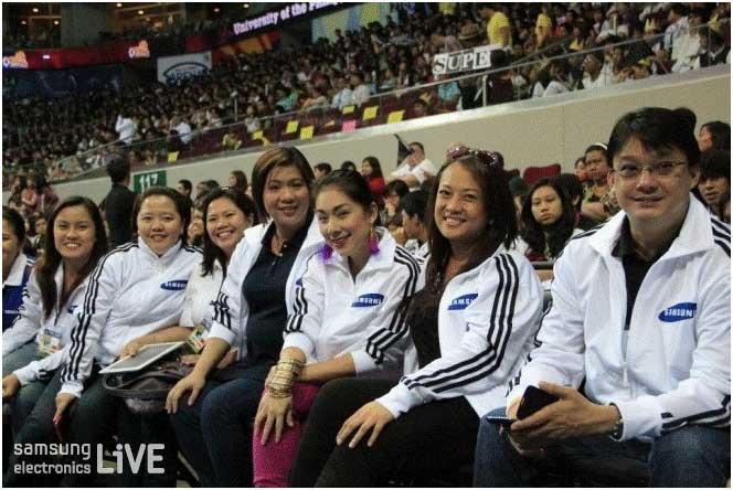 시상을 위해 직접 방문한 필리핀 삼성전자 직원들