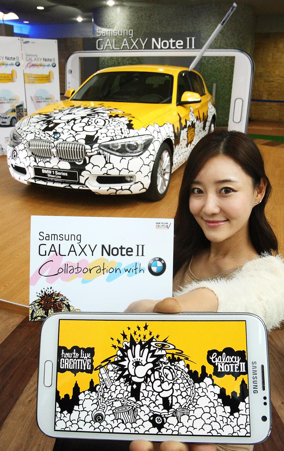 모델이 '갤럭시노트Ⅱ'로 디자인한 그림을 래핑한 BMW 1시리즈앞에서 갤럭시노트2를 들고 있다