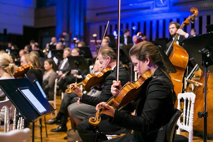 갤럭시 노트 10.1 악보로 연주하는 오케스트라