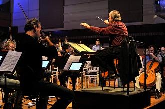 연주하는 오케스트라