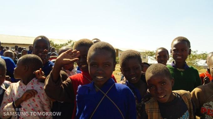마사이족의 어린 친구들
