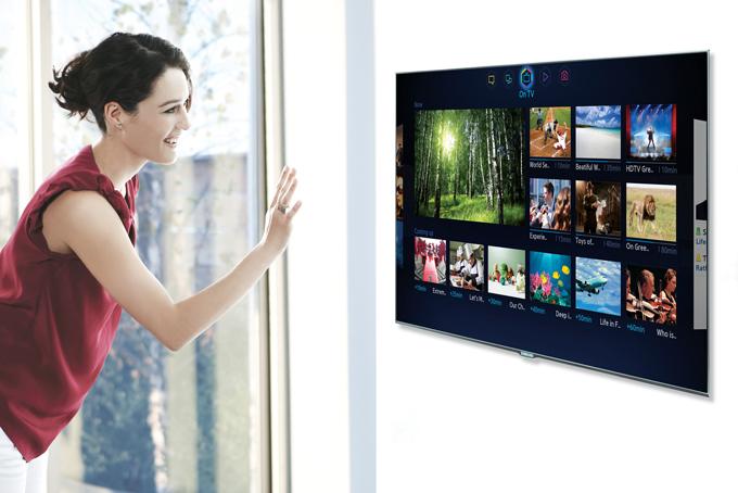 삼성 스마트TV 스마트허브를 실행한 모델의 모습
