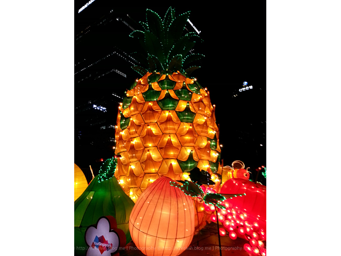 서울 청계광장 등불 축제 의 파인애플 등불