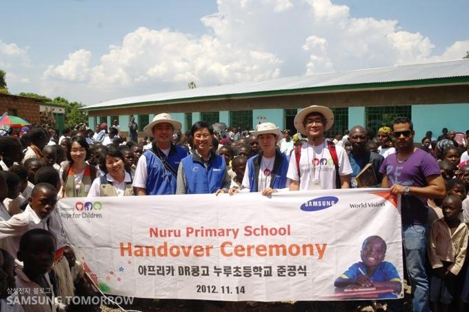 아프리카 DR콩고 누루초등학교 준공식 단체 사진
