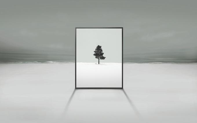 설원 위에 놓인 스마트 TV의 화면에 나무영상을 띄운 스마트 TV 광고