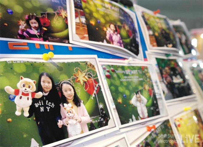포토존에서 찍은 시민들의 사진들이 행사보드에 게시되어 있다