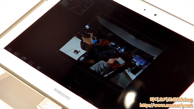 태블릿PC로 찍은 사진이 공유된 모습