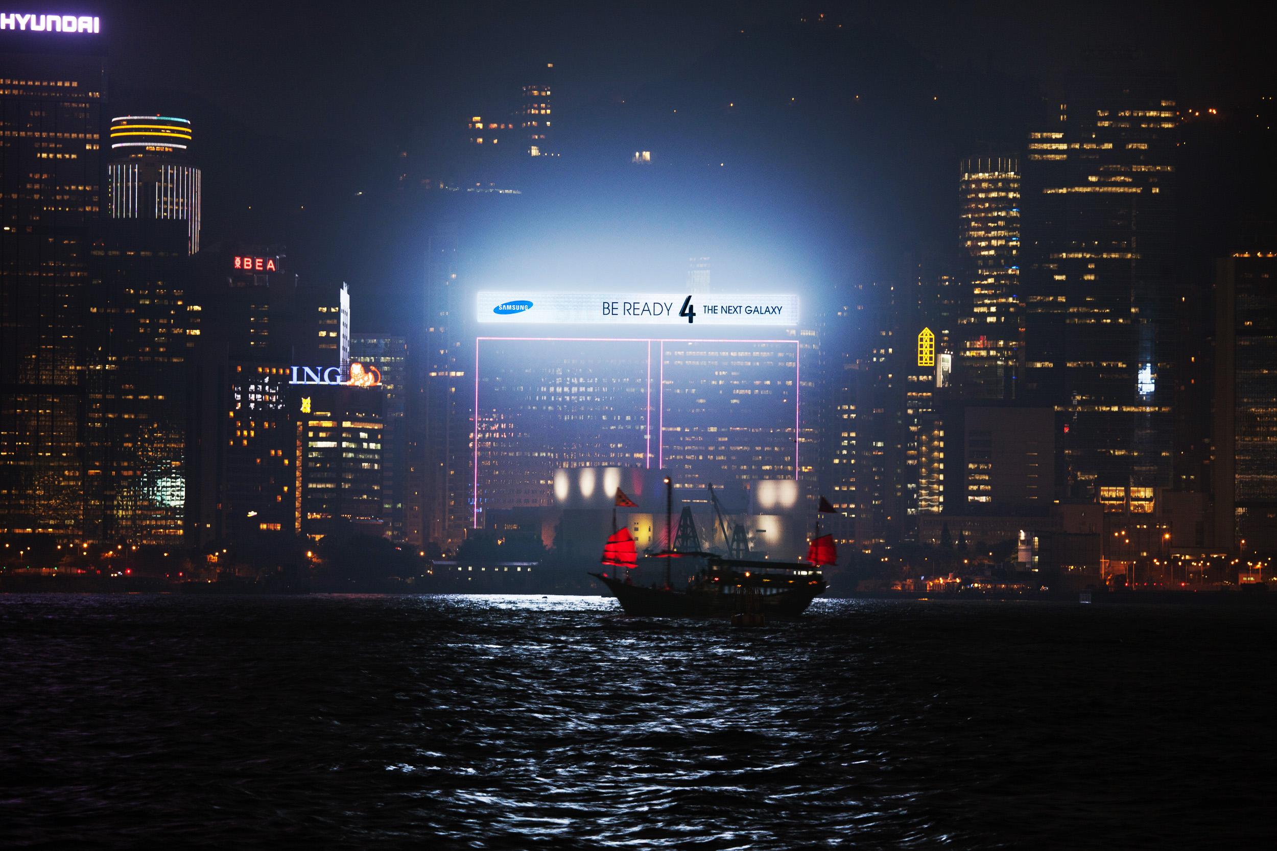 홍콩에 설치한 대형광고판 야경모습