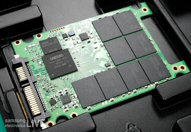 삼성전자 SSD의 인쇄 배선 회로 기판