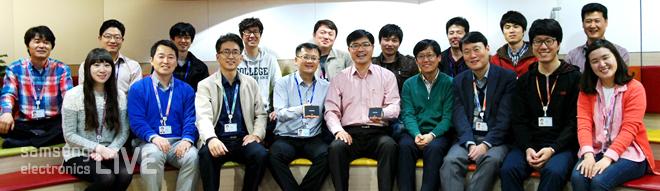 TP(Test & Package)센터 직원들 단체사진