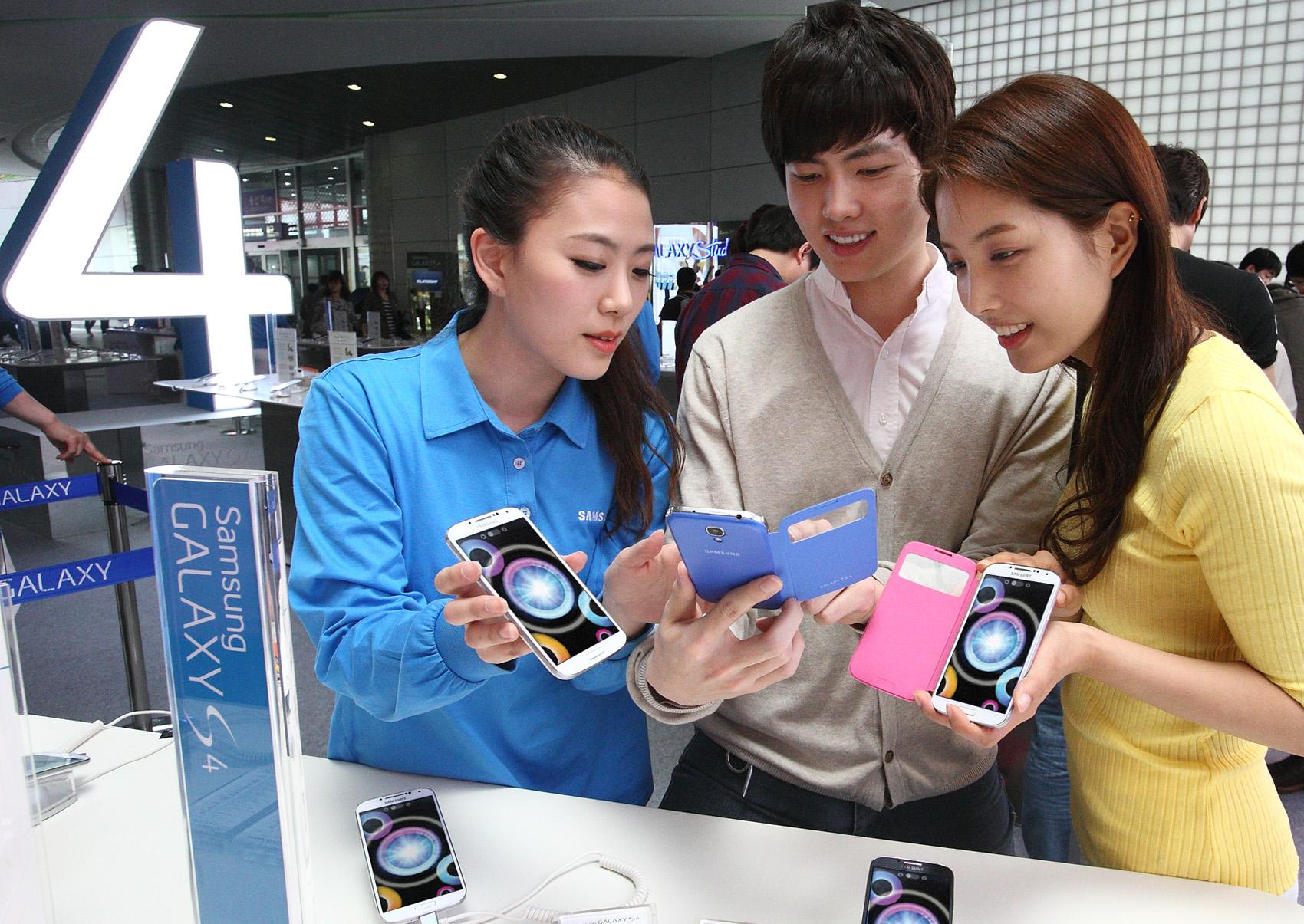 '갤럭시 S4' 체험 중심의 '갤럭시 스튜디오'를 확대 운영 용산아이파크몰 모습