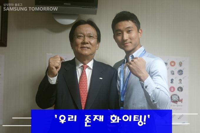 박근희 부회장과 스토리텔러가 함께 찍은 사진입니다.