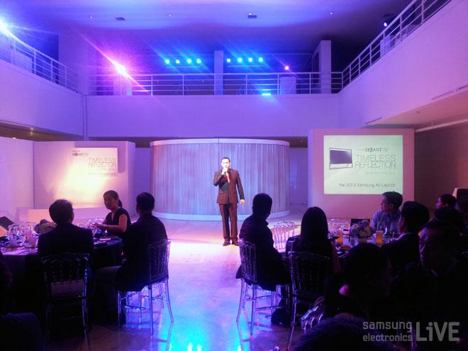 오페라 가수이자 호스트인 잭 살루드(Jack Salud)씨의 노래로 런칭 행사의 막이 올랐습니다