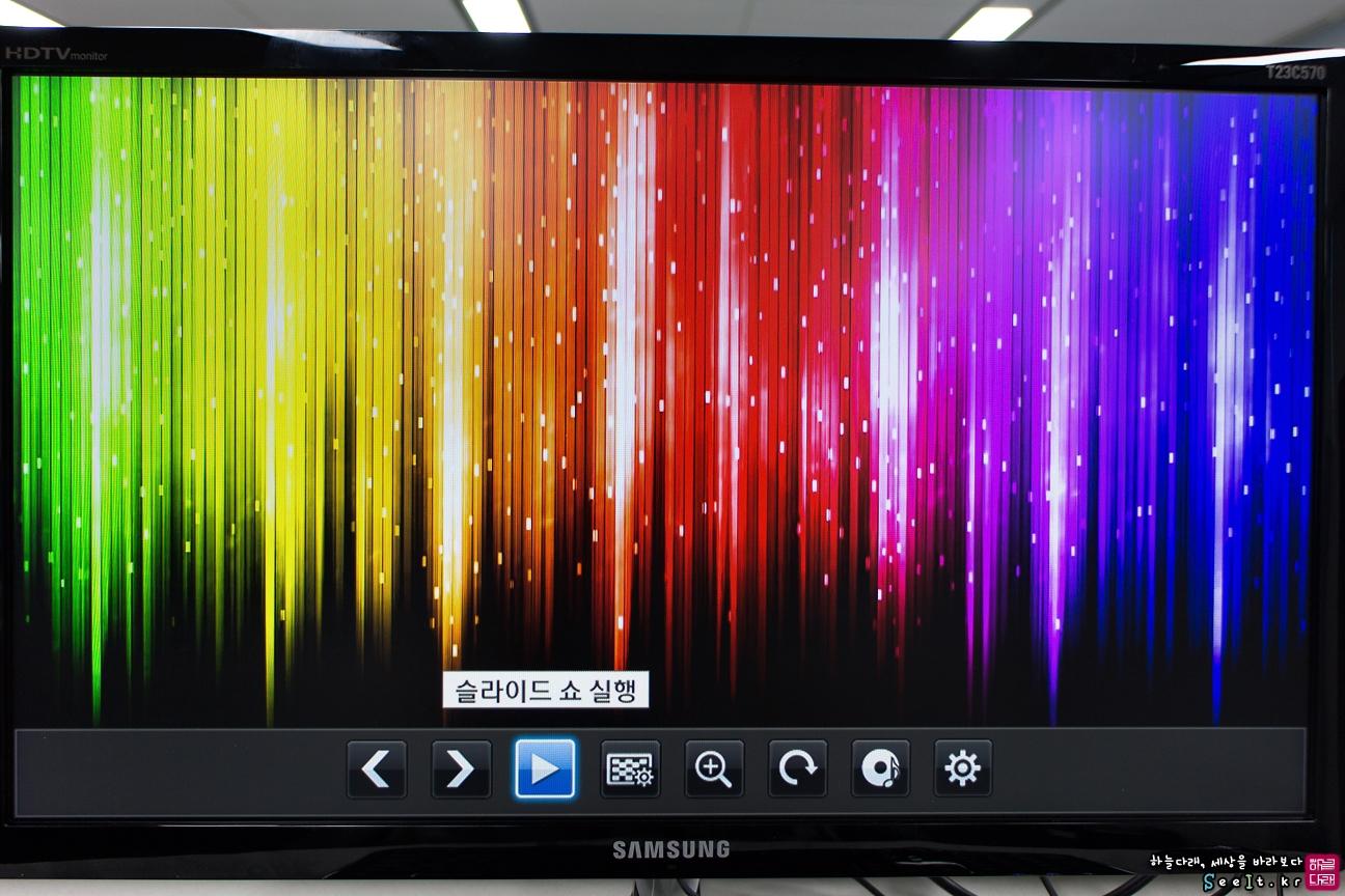 T23C570의 미디어 플레이로 사진 감상하기 - 슬라이드 쇼를 활용하여 사진 감상이 가능하다.
