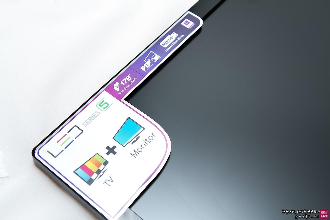 TV기능, PIP 모드를 지원, USB를 연결 등 특징이 적혀있는 스티커