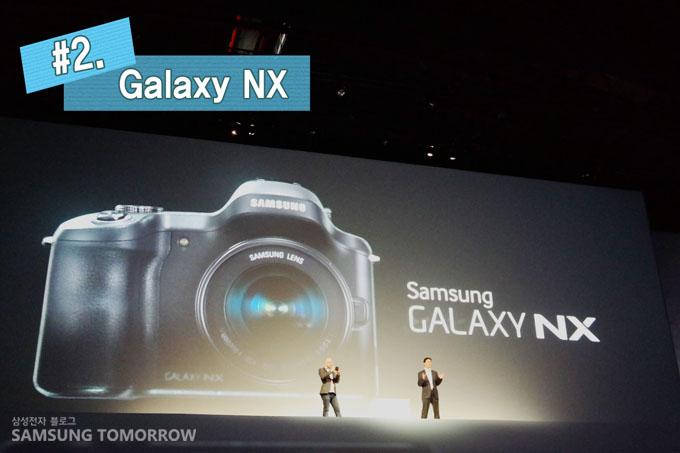 (2. Galaxy NX) 갤럭시NX를 소개하러 올라온 모습입니다.