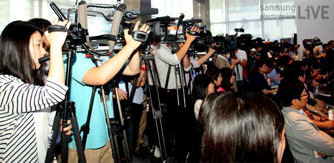 2013 삼성 하반기 TV 전략 제품 발표회에 모인 많은 취재진들