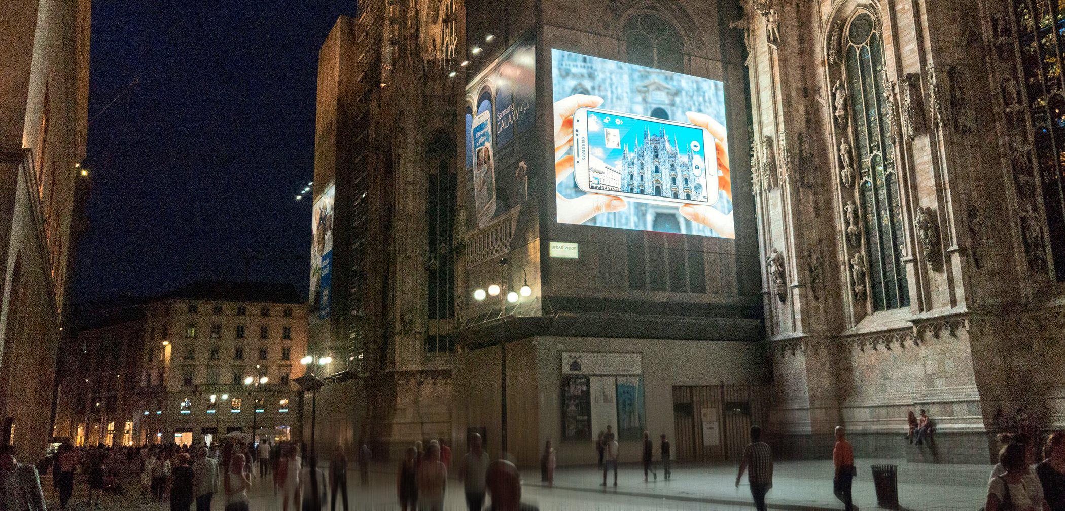 갤럭시 S4, 밀라노 두오모 광장의 옥외광고 눈길  SAMSUNG NEWSROOM