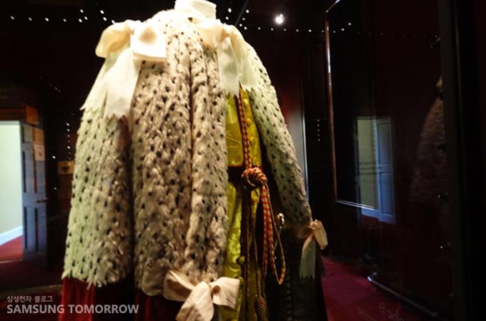 여왕의 상징 의복