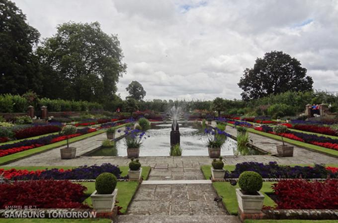 켄싱턴 궁전 앞 가든, 꽃 향기가 느껴질 듯!