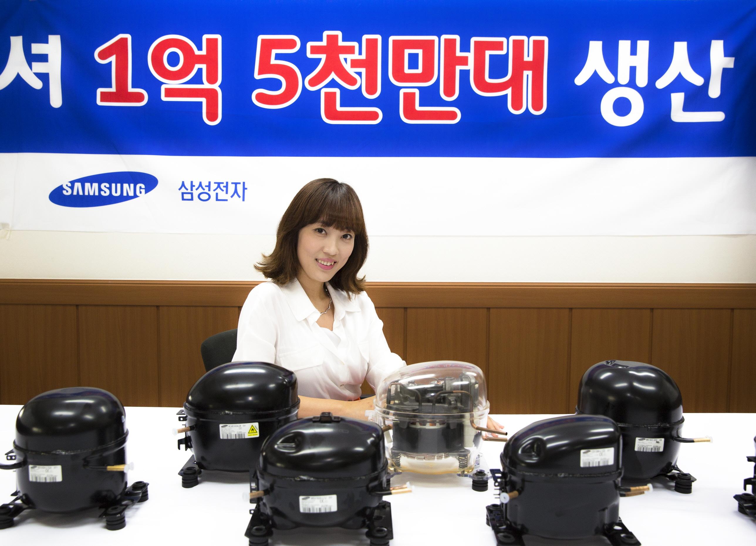 삼성 컴프레셔를 소개하고 있는 모습입니다.