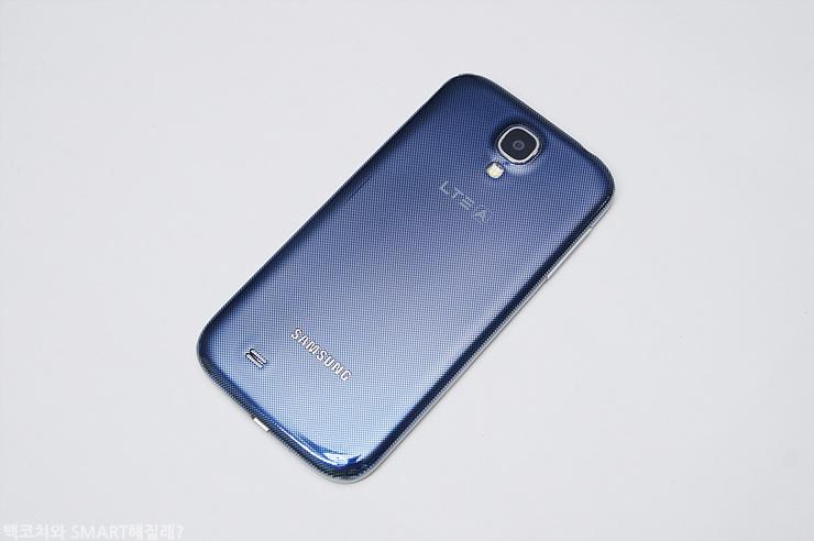 갤럭시 S4 LTE-A의 후면 이미지입니다.