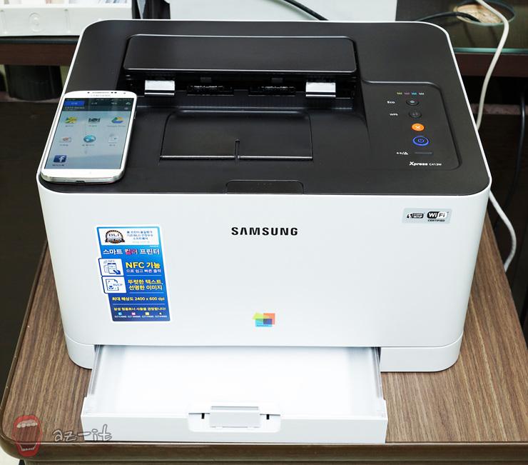 삼성 스마트프린터 NFC C413W의 정면입니다.
