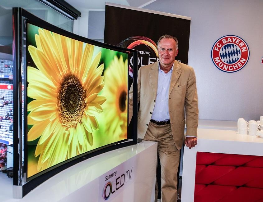 FC바이에른 뮌헨 칼 하인츠 루메니게 CEO 모습입니다.