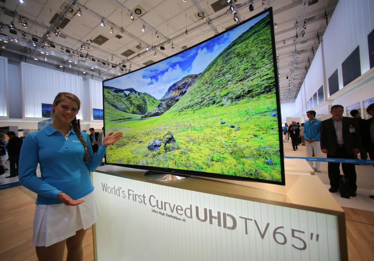 65형 커브드 UHD TV 입니다.