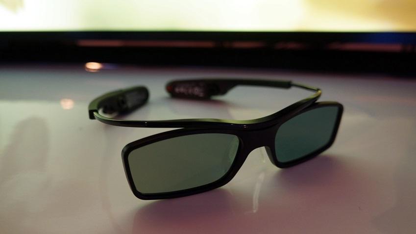 삼성 OLED TV의 멀티뷰 기능을 위한 안경입니다.