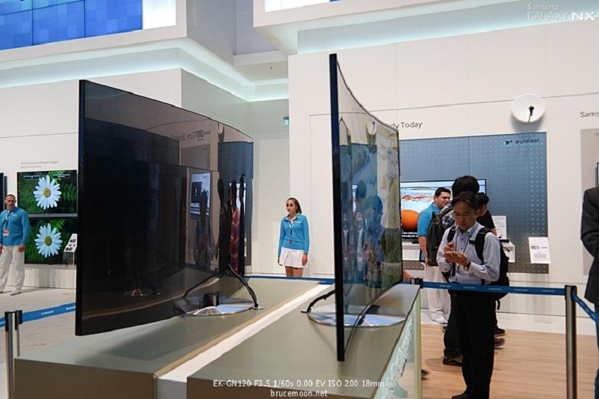 IFA2013에 전시된 삼성전자 Curved TV입니다.