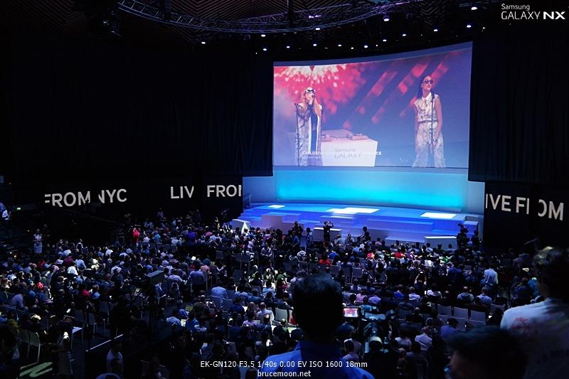 삼성 모바일 언팩 행사장 내부 사진입니다.