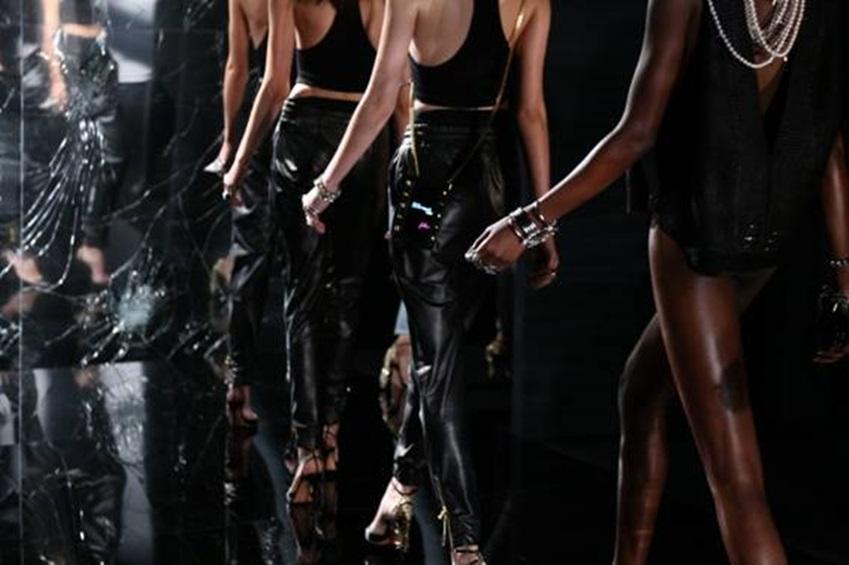 뉴욕 패션 위크에서 패션쇼를 하는 모델 모습입니다.