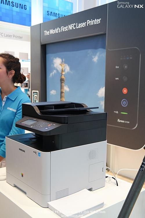 IFA2013에 전시된 삼성전자 NFC 프린터입니다.