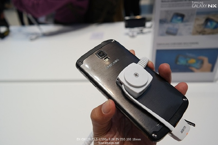 IFA2013에 전시된 삼성전자 갤럭시 S4 액티브 뒷면입니다.