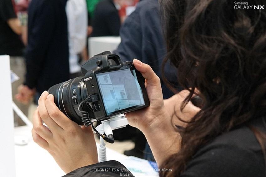 IFA2013에 전시된 삼성전자 갤럭시 NX입니다.