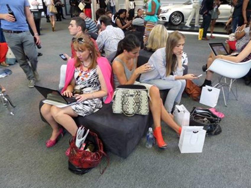 뉴욕패션위크에 있는 패셔너블한 뉴욕커들의 모습입니다.
