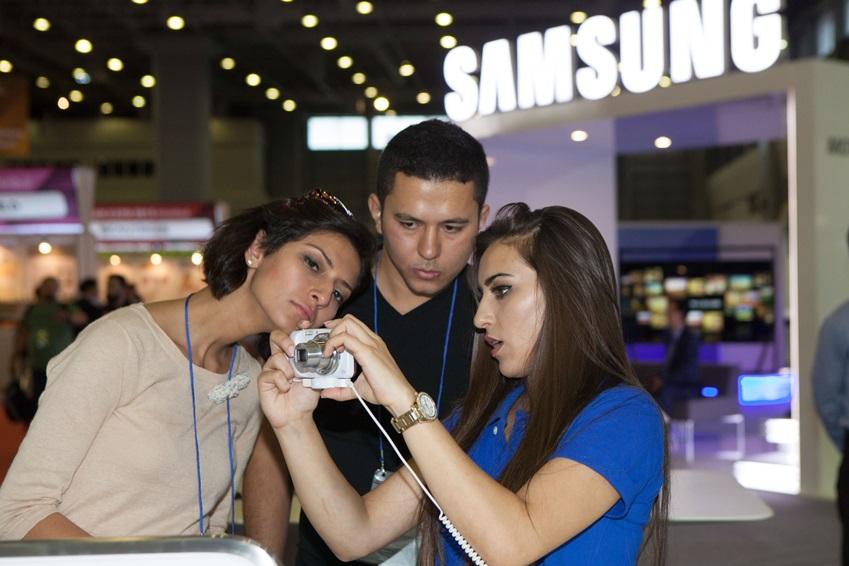 삼성전자가 터키 이스탄불에서 열리고 있는 '이스탄불-경주세계문화엑스포 2013' 기간 중에 실시된  '2013 이스탄불 한국상품전'에 참가해 '갤럭시 S4 줌'을 선보였다.