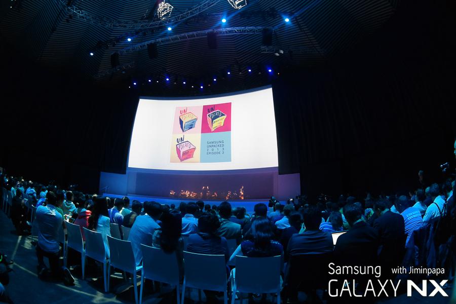 삼성 모바일 언팩 행사장 내부 이미지입니다.